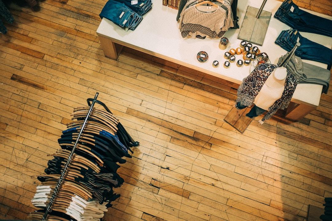 Zapach do sklepu odzieżowego zwiększy sprzedaż produktów i usług.