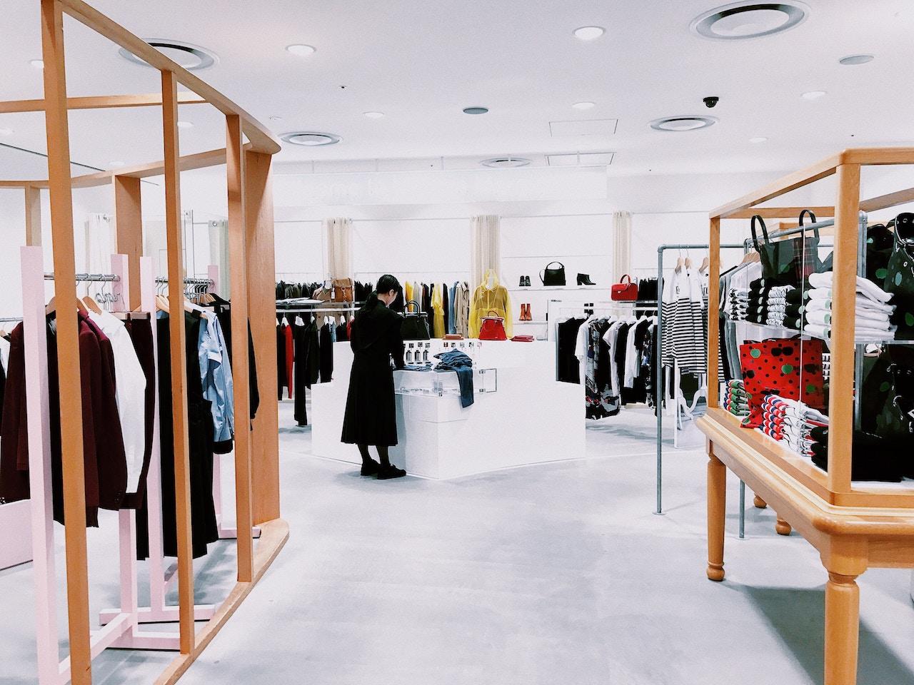 Aromamarketing w sklepie odziezowym i butiku.
